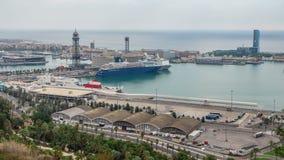 Επιβατηγά πλοία και ένα powerboat timelapse στο λιμένα της Βαρκελώνης, Ισπανία απόθεμα βίντεο