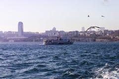 Επιβατηγό πλοίο στο Βόσπορο - τη Ιστανμπούλ, Τουρκία Στοκ Εικόνες