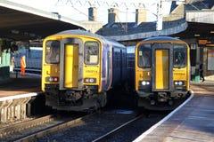 Επιβατικές αμαξοστοιχίες στο σταθμό Carnforth. Στοκ Εικόνα