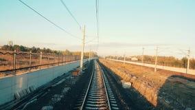 Επιβατική αμαξοστοιχία που φθάνει στο σταθμό σε Εσκί Σεχίρ νωρίς το πρωί απόθεμα βίντεο