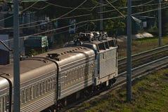 Επιβατική αμαξοστοιχία στο σιδηρόδρομο Στοκ Φωτογραφία