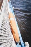 Επιβιβαστείτε στη βάρκα, κινηματογράφηση σε πρώτο πλάνο lifebuoy στοκ φωτογραφία με δικαίωμα ελεύθερης χρήσης