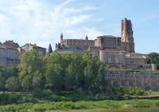 Επιβολή του καθεδρικού ναού Αγίου Cecilia στην αρχαία επισκοπική πόλη της Άλβης σημείο της Γαλλίας στοκ εικόνα με δικαίωμα ελεύθερης χρήσης