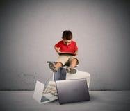 Επιβλαβής τεχνολογία για την αύξηση του παιδιού Στοκ Εικόνες