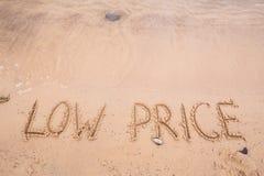 Επιγραφές στην άμμο: χαμηλή τιμή Στοκ Εικόνα