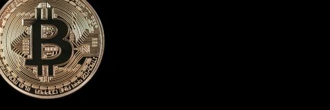 Επιγραφή εμβλημάτων Bitcoin χρυσό απομονωμένο απεικόνιση διανυσματικό λευκό νομισμάτων ανασκόπησης Cryptocurrency με το διάστημα  Στοκ εικόνα με δικαίωμα ελεύθερης χρήσης
