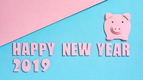 Επιγραφή με το νέο έτος 2019 και το σύμβολο του έτους χοίρου στοκ φωτογραφία