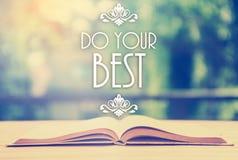 Επιγραφή πέρα από το ανοιγμένο βιβλίο με την κομψή διακόσμηση - κάνετε το σας είναι Στοκ φωτογραφία με δικαίωμα ελεύθερης χρήσης