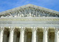 Επιγραφή πέρα από το κτήριο ανώτατου δικαστηρίου στο Washington DC Στοκ Εικόνα