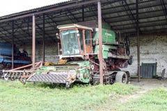 Επιγραφή ρυζιού Θεριστική μηχανή ρυζιού γεωργικά μηχανήματα που seeder η άνοιξη Στοκ φωτογραφία με δικαίωμα ελεύθερης χρήσης