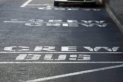 Επιγραφή στο πεζοδρόμιο το πλήρωμα λεωφορείων Στοκ Φωτογραφίες