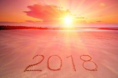 επιγραφή του 2018 στην υγρή άμμο παραλιών Στοκ Εικόνες