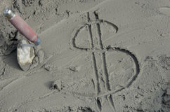 Επιγραφή το δολάριο στο τσιμέντο με το trowel Στοκ Εικόνα