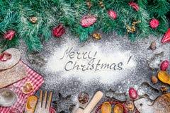 Επιγραφή Χαρούμενα Χριστούγεννας στο καταπληκτικό ψήσιμο-μαγειρεύοντας υπόβαθρο Χριστουγέννων Στοκ φωτογραφίες με δικαίωμα ελεύθερης χρήσης