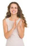 Επιδοκιμασία γυναικών χαμόγελου νέα στοκ εικόνα με δικαίωμα ελεύθερης χρήσης