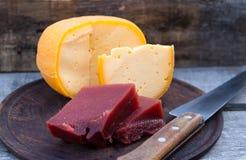 Επιδόρπιο της μαρμελάδας τυριών και κυδωνιών Στοκ φωτογραφία με δικαίωμα ελεύθερης χρήσης