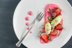 Επιδόρπιο φραουλών με τη μέντα στοκ εικόνα με δικαίωμα ελεύθερης χρήσης