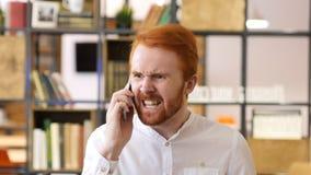 Επιθετικήη πάλη ατόμων, που φωνάζει στο τηλέφωνο, πρόβλημα Στοκ Εικόνα