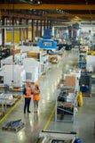 Επιθεώρηση στο εργαστήριο εργοστασίων στοκ εικόνα με δικαίωμα ελεύθερης χρήσης