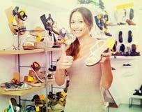 Επιθυμητό εκμετάλλευση παπούτσι γυναικών Στοκ Εικόνες