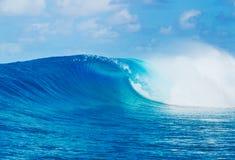 Επικά κύματα, τέλεια κυματωγή Στοκ Εικόνες