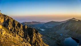 Επική άποψη πανοράματος βουνών, ανατολή στην αιχμή Musala, Βουλγαρία Στοκ εικόνες με δικαίωμα ελεύθερης χρήσης