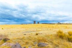 Επικήδειοι πύργοι σε Sillustani, προϊστορικές καταστροφές του Περού, νότια Αμερική Inca κοντά σε Puno, λίμνη Titicaca Στοκ φωτογραφία με δικαίωμα ελεύθερης χρήσης