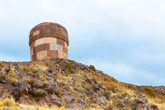 Επικήδειοι πύργοι σε Sillustani, προϊστορικές καταστροφές του Περού, νότια Αμερική Inca κοντά σε Puno Στοκ εικόνα με δικαίωμα ελεύθερης χρήσης