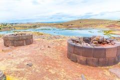 Επικήδειοι πύργοι σε Sillustani, προϊστορικές καταστροφές του Περού, νότια Αμερική Inca κοντά σε Puno Στοκ φωτογραφία με δικαίωμα ελεύθερης χρήσης