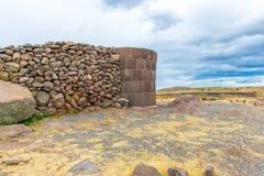 Επικήδειοι πύργοι σε Sillustani, προϊστορικές καταστροφές του Περού, νότια Αμερική Inca κοντά σε Puno Στοκ φωτογραφίες με δικαίωμα ελεύθερης χρήσης