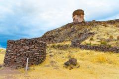 Επικήδειοι πύργοι σε Sillustani, προϊστορικές καταστροφές του Περού, νότια Αμερική Inca κοντά σε Puno Στοκ Φωτογραφίες
