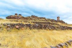 Επικήδειοι πύργοι σε Sillustani, προϊστορικές καταστροφές του Περού, νότια Αμερική Inca κοντά σε Puno, Titicaca Στοκ Εικόνα