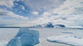 Επική φωτογραφία τοπίων ηπείρων της χειμερινής Ανταρκτικής φιλμ μικρού μήκους