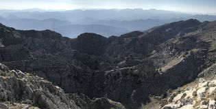 Επικίνδυνες σειρές βουνών που δεν περνούν Στοκ εικόνες με δικαίωμα ελεύθερης χρήσης
