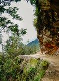 Επικίνδυνος δρόμος βουνών στο Μπουτάν Στοκ εικόνες με δικαίωμα ελεύθερης χρήσης