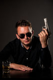 επικίνδυνο άτομο πυροβόλων όπλων Στοκ φωτογραφία με δικαίωμα ελεύθερης χρήσης