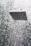 Επικεφαλής ντους με την πτώση νερού Στοκ Εικόνες