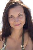 Επικεφαλής πλάνο μιας ομορφιάς χαμόγελου Στοκ Εικόνες