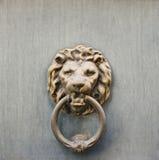 Επικεφαλής ρόπτρα πορτών λιονταριών Στοκ Εικόνες