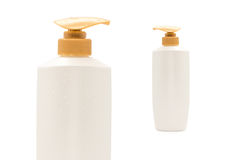 Επικεφαλής μπουκάλι σαμπουάν αντλιών με στο λευκό στοκ φωτογραφία με δικαίωμα ελεύθερης χρήσης