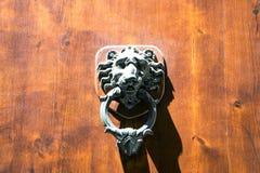 Επικεφαλής ρόπτρα πορτών λιονταριών, αρχαία ρόπτρα, Φλωρεντία, Ιταλία Στοκ φωτογραφία με δικαίωμα ελεύθερης χρήσης
