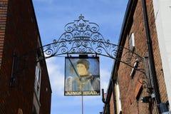 Επικεφαλής σημάδι μπαρ βασιλιάδων, Aylesbury, Buckinghamshire Στοκ Φωτογραφίες
