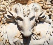 Επικεφαλής του κριού, αρχαία διακόσμηση βάζων πετρών Στοκ Φωτογραφία