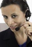Επικοινωνία: Γυναίκα που μιλά σε μια κάσκα Στοκ Εικόνα