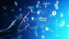 Επικοινωνία δικτύων αστραπής στην τεχνολογία cryptocurrency Bitcoin και έννοια πληρωμής Διαδικτύου στην εικονική οθόνη στοκ φωτογραφία με δικαίωμα ελεύθερης χρήσης