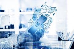 Επικοινωνία ηλεκτρονικού ταχυδρομείου, κοινωνική έννοια μέσων Στοκ Φωτογραφίες