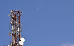 Επικοινωνίες: εξοπλισμός και αεροπλάνο κινητής τηλεφωνίας Στοκ φωτογραφία με δικαίωμα ελεύθερης χρήσης