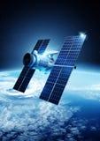 επικοινωνίες που εξισώνουν το δορυφορικό ουρανό Στοκ Εικόνα