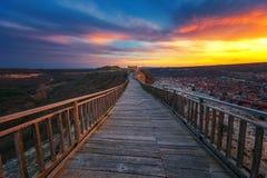 Επικό ηλιοβασίλεμα πέρα από το μεσαιωνικό φρούριο Ovech κοντά σε Provadia, Βουλγαρία Στοκ εικόνα με δικαίωμα ελεύθερης χρήσης