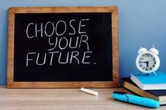 Επιλέξτε το μέλλον σας που γράφεται σε έναν πίνακα στοκ φωτογραφίες με δικαίωμα ελεύθερης χρήσης